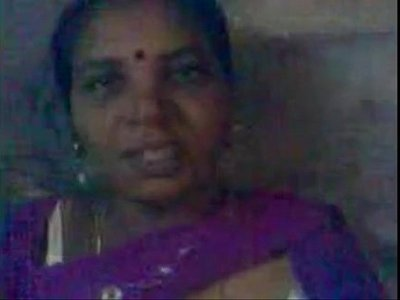 aunty  breasts  indian  tamil